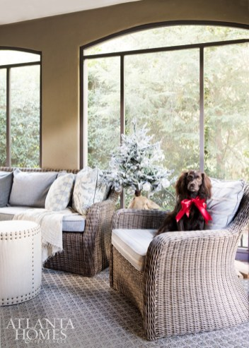 The screened-in porch features a Kingsley Bate sofa and chair, upholstered in Perennials and Link Outdoor, respectively.