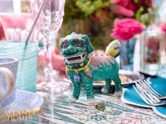 A jade green Foo dog and hand-painted place cards make the table memorable.