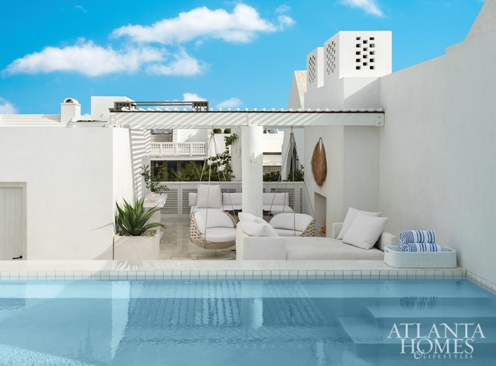 Although the brilliant white manse is located on an often traveled promenade, the family enjoys complete privacy on their well-appointed rooftop, which includes a poolside entertainment area furnished with pieces from Dedon and Lee Industries.