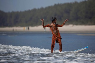 Bangladeshi Surf Girl | Photo: Allison Joyce
