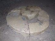 Abb. 3 Eines der diversen, zweifelsfrei artifiziellen, Objekte, die während der vergangenen Jahre in dem unterirdischen System aus Tunneln und Kammern entdeckt wurden.