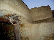 Abb. 6 Im 'Tumulus von Vratnica' wurden offenbar zwei Lagen megalithischer Blöcke verbaut.