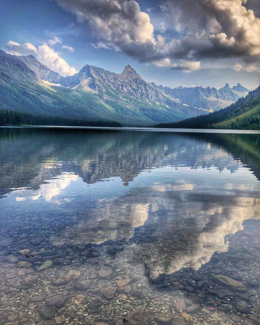A view of a lake and mountains.