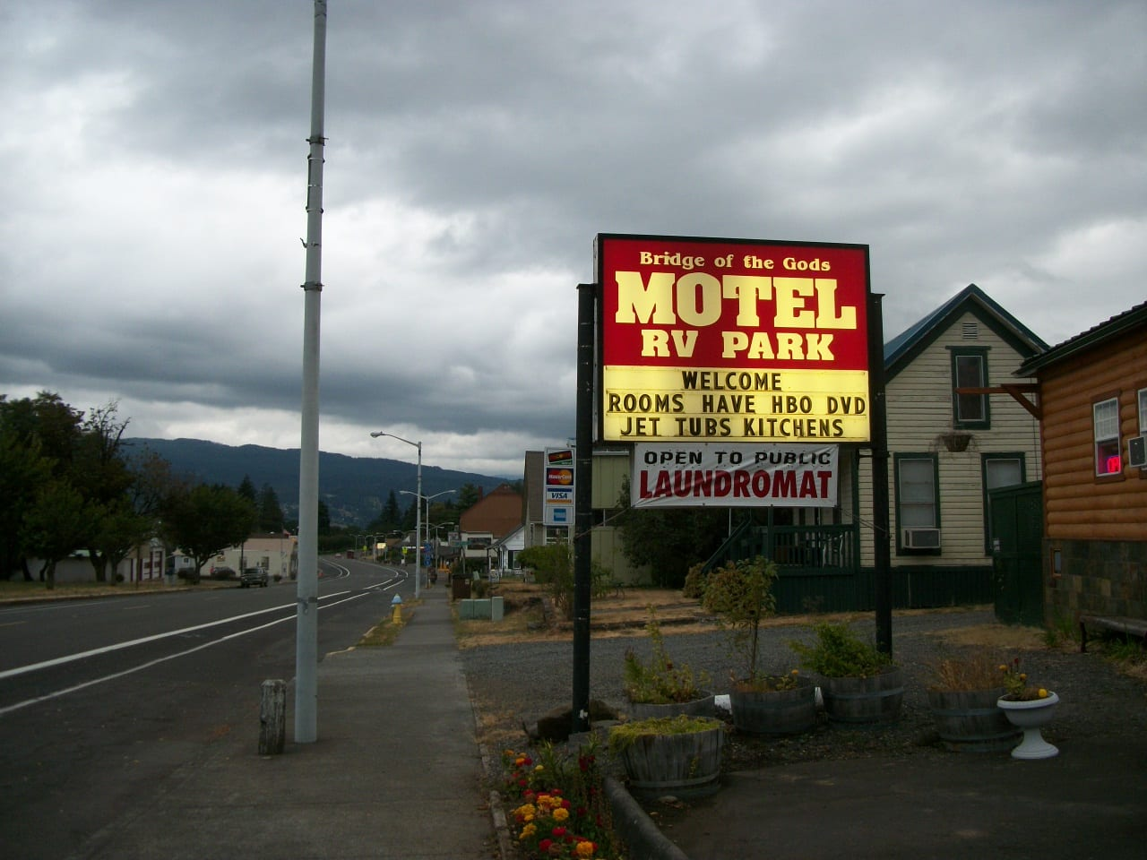 A Motel / RV Park sign