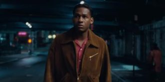 leon-bridges-wet-aint-worth-the-hand-400x200.jpg