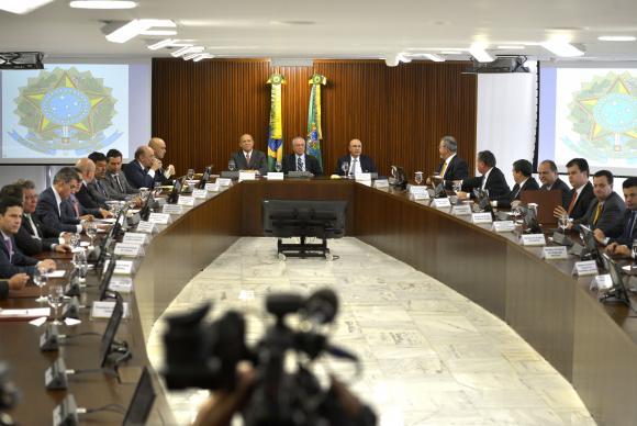 Resultado de imagem para imagem da primeira reunião de Temer com Ministros