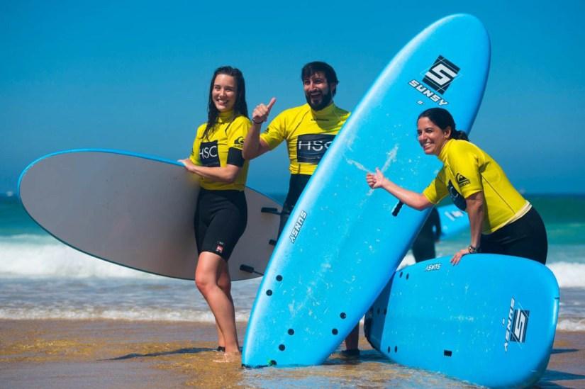 JP posando con las tablas de paddle surf