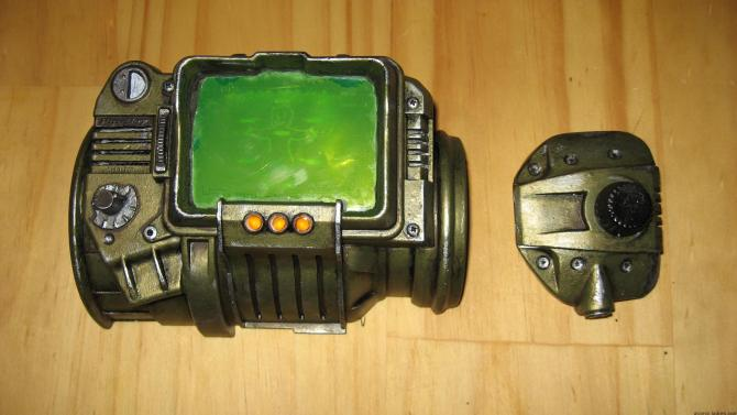 Pip boy 3000 replica painted