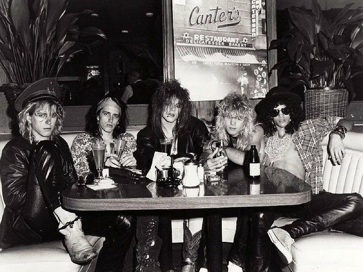 Guns n Roses sit at a table in Canter's in 1982