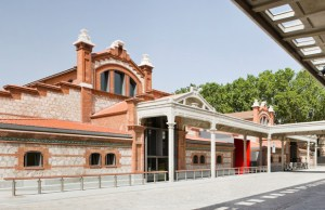 Fachada de Casa del Lector, Matadero Madrid / Espanha