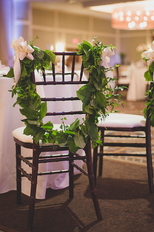 Image of Mahogany Chiavari Chair at wedding