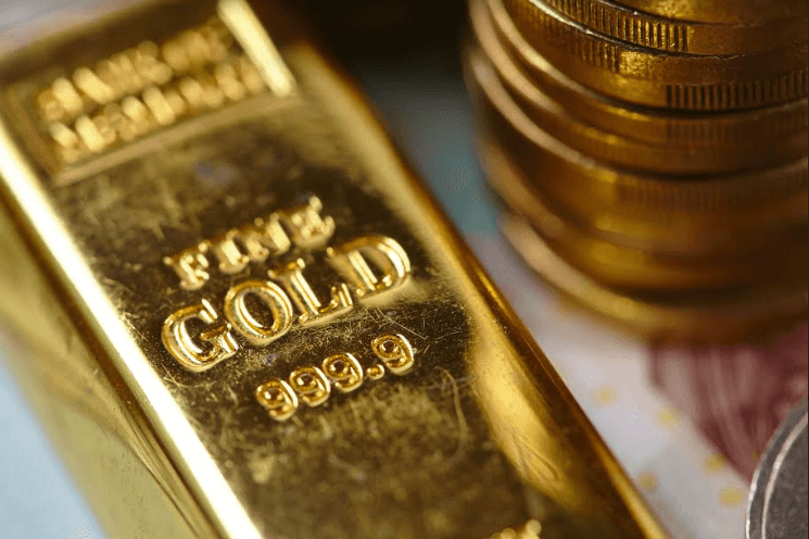 Gold price surges briefly to multi-year top of $1438.66