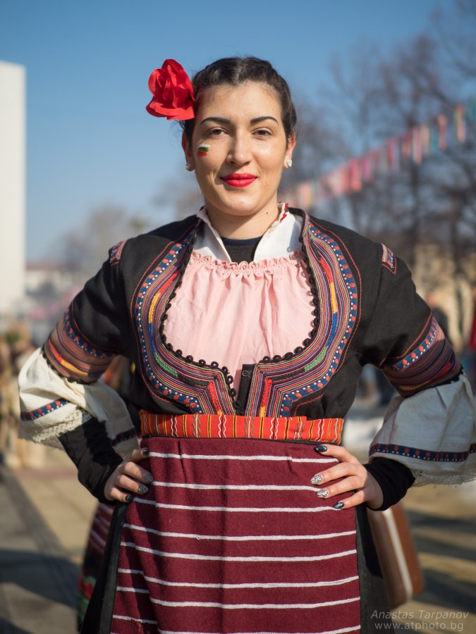 Girl in tradional dress posing - Olympus M.ZUIKO 25mm f/1.2 PRO @ 1.2, 1/16000 ISO 200