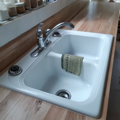 Of Hickory Countertops and White Kitchen Sinks