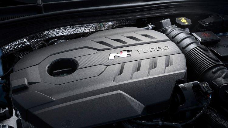 Hyundai i30 N Performance Fastback 2.0-litre T-GDI engine bay