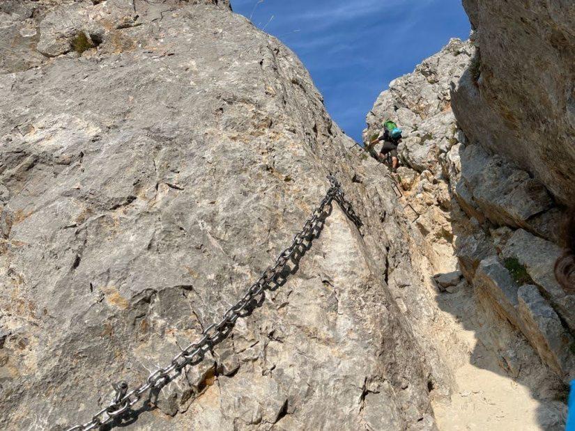 Paso de cadena en picos
