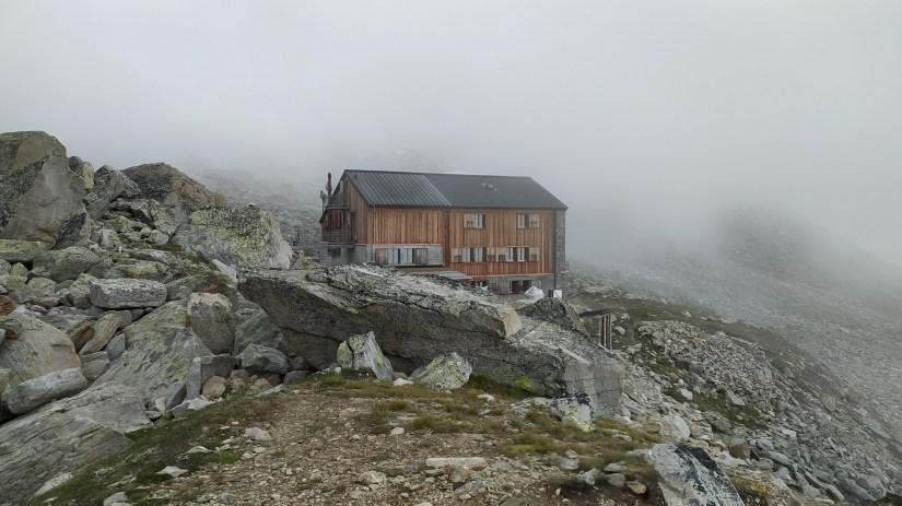 Refugio Almagell hutte