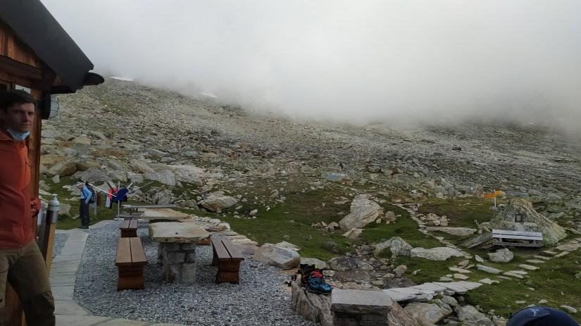 terraza del Refugio Almagell hutte