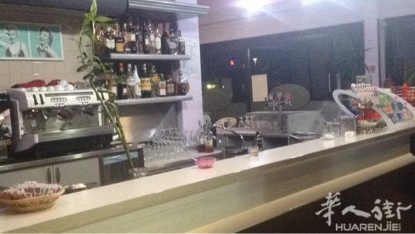 kitchen bars for sale design naperville 图 modena周边酒吧转让 酒吧200多平方 带厨房 意大利博洛尼亚店铺 可以改成带餐的 因本人想回国发展 所以想转让cassa有300多老虎机一个月4000多 是有独立salagiochi的