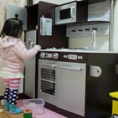 Kid Craft Kitchen And Bath Cabinets 開箱 Kidkraft廚房組 媽媽寶寶親子 女性討論區 Mobile01 重量有36公斤 媽媽我花了兩天總計有7 8小時的時間才組完 善後打掃時間另計 從開始想買大型廚房玩具到真正下手應該有將近一年多的時間吧