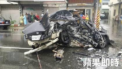 2014.9.21嘉義車禍造成三人喪生... - Mobile01