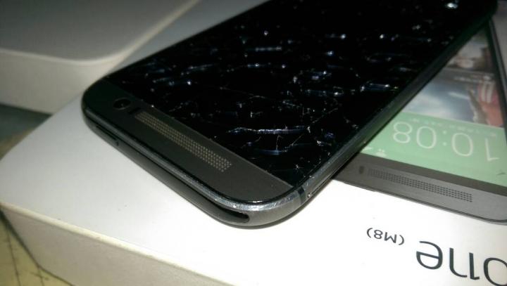 HTC M8螢幕自爆?(附照片)(快結案) - Mobile01