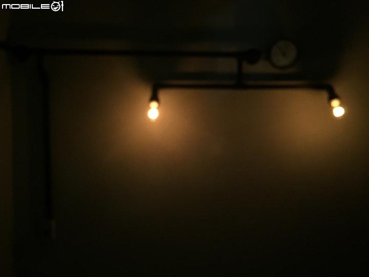 [圖超多慎入]工業風裝潢3坪小房間 自己DIY 水管吊燈 水管床頭燈 水管層架 水管桌子 水管窗簾 - 空間設計與 ...