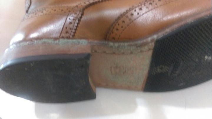 請問皮鞋底一直發霉? - Mobile01