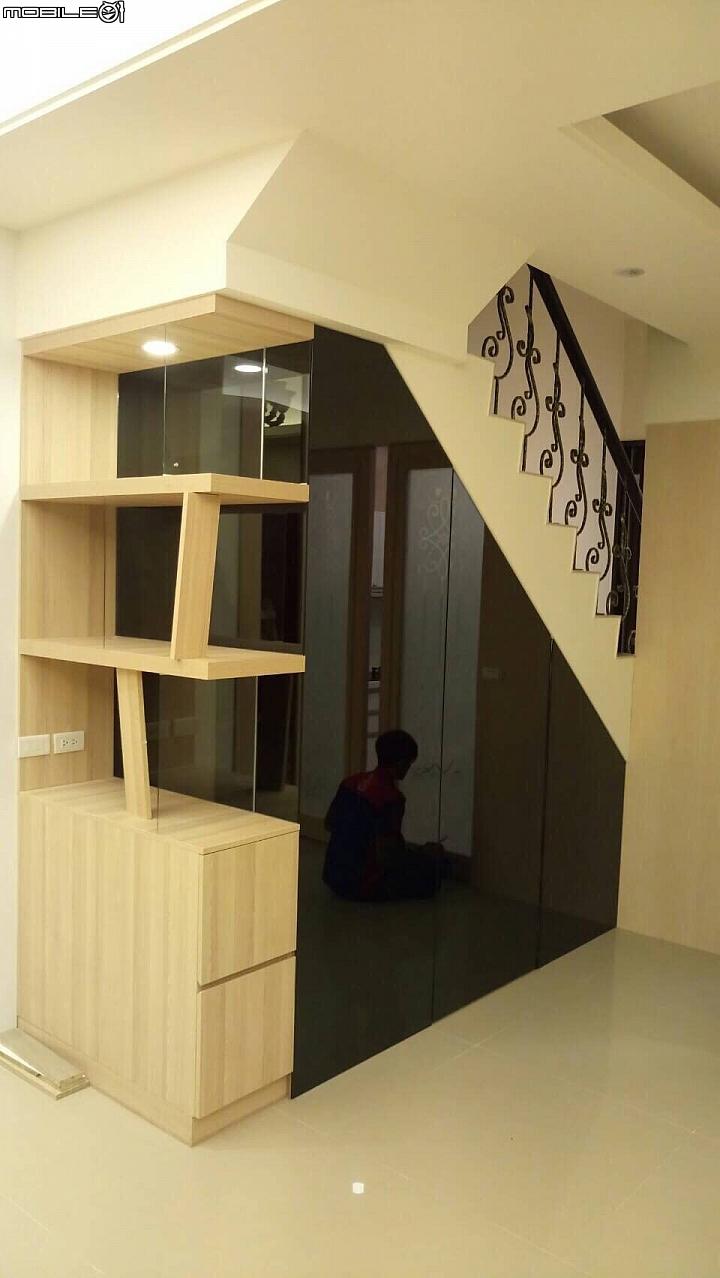 樓梯底下的三角空間設計 - Mobile01