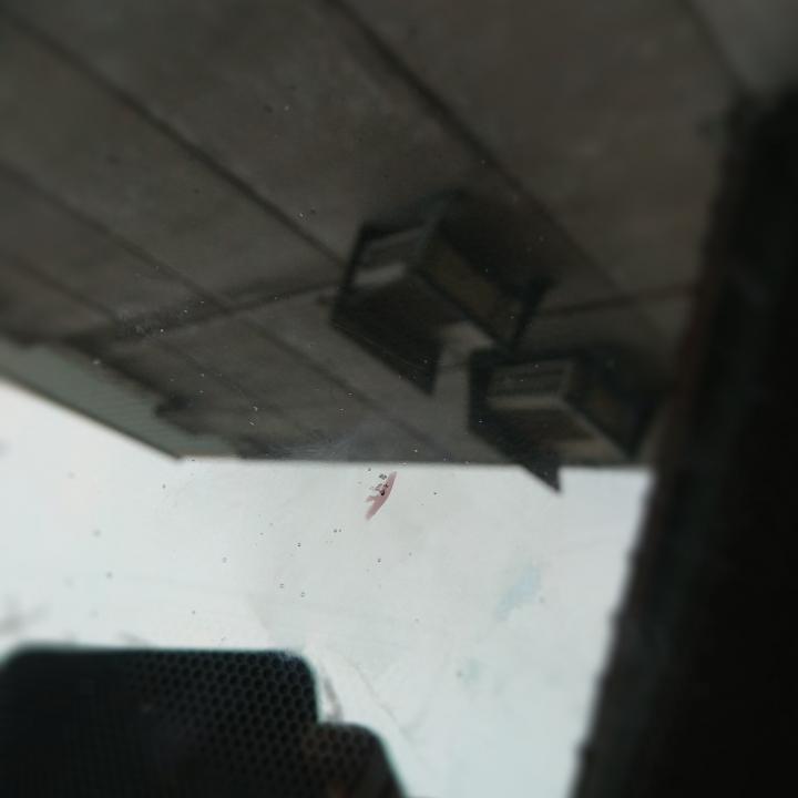 請問這種汽車前檔玻璃受傷該如何處置 - Mobile01