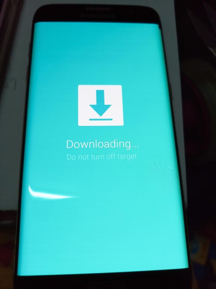 手機突然關機打不開。充電過幾分後出現亂碼。後來又出現下載 - Mobile01