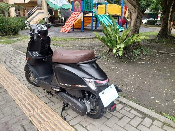 New Many 125 (七期)平光黑 不專業開箱 - Mobile01