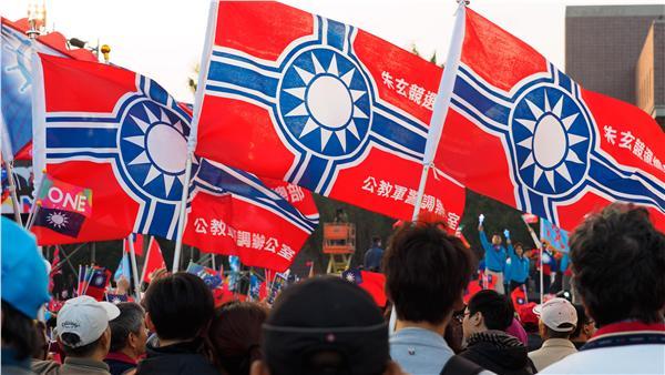 國民黨遊行旗幟似「納粹軍旗」 網友熱烈辯論   政治   三立新聞網 SETN.COM