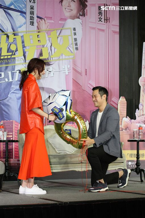 新片《合約男女》演霸氣總裁 鄭秀文自爆「一年一次」 | 娛樂星聞