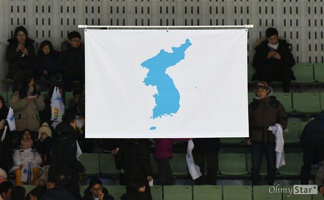 爭議小島!南北韓統一旗多了「小藍點」 日方嚴正抗議   國際   三立新聞網 SETN.COM