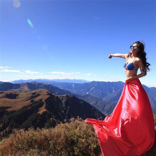 「比基尼登山客」墜谷殞命 2018年她有127天在登山   社會   三立新聞網 SETN.COM