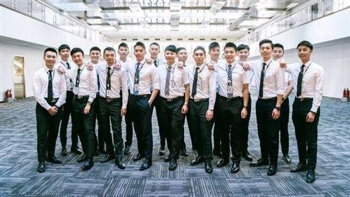長榮首批空少帥氣曝光!18人預計年底飛上天   生活   三立新聞網 SETN.COM