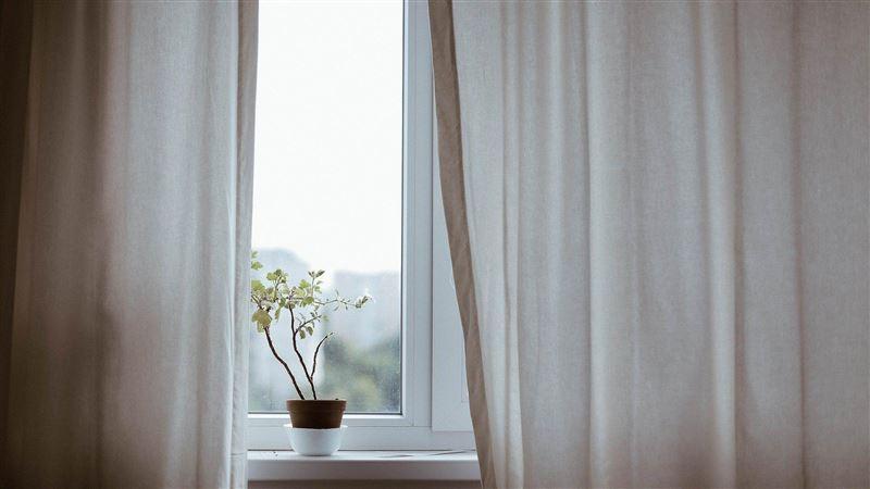 會越住越窮!專家警告:「這1色窗簾」不要掛…只會招霉運