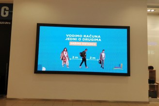 Signs placed in various spots all over the UŠĆE Shopping Centre give valuable advice to shoppers to help slow the spread of Covid-19.