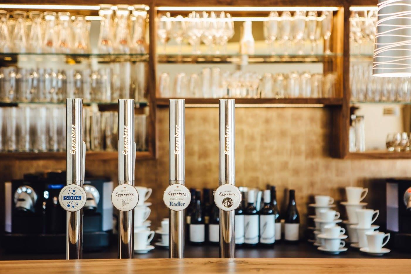 Restaurant Bachtaverne am Attersee : Bar des Lounge Bereichs