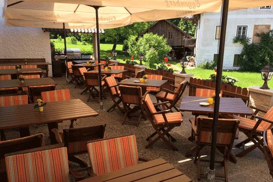 Gastgarten - Restaurant Bachtaverne in Weyregg am Attersee