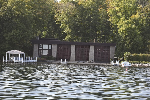Deadwood, also on the north shore, was built in 1910 to house steam yachts. In the 1930s, one stall of the boathouse was converted to a private residence.