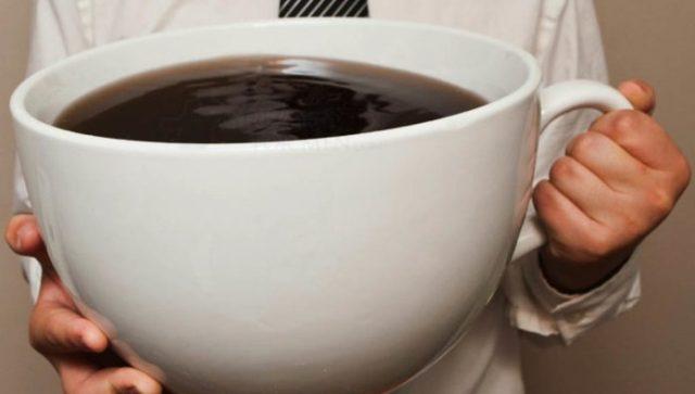 Estudantes ingerem café em excesso