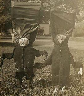a-history-of-costumes-vintage-halloween-photo-l-4_zsru
