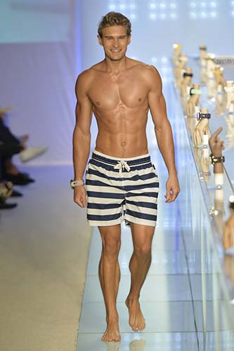 Discover the range of men's swimwear from Burberry. Shop from a variety of swim shorts, sunglasses and other swimwear.