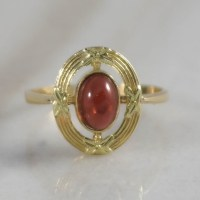 18K Yellow Gold Garnet Antique Ring