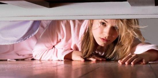 العاصمة / ذهبت لزيارة منزل شقيقتها فوجدت زوجها هناك مختبئا في غرفة النوم !