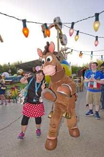 Disney Fandaze Brings 100 Characters Disneyland