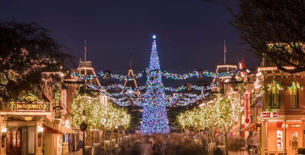 Fall Apples Wallpaper Holidays Return To The Disneyland Resort Nov 9 2018