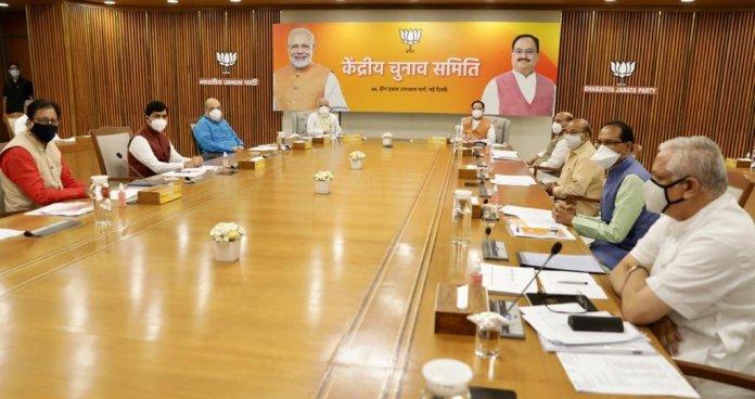 बिहार विधानसभा चुनाव, उपचुनावों की रणनीति को अंतिम रूप देने के लिए पीएम मोदी बीजेपी मुख्यालय पहुंचे